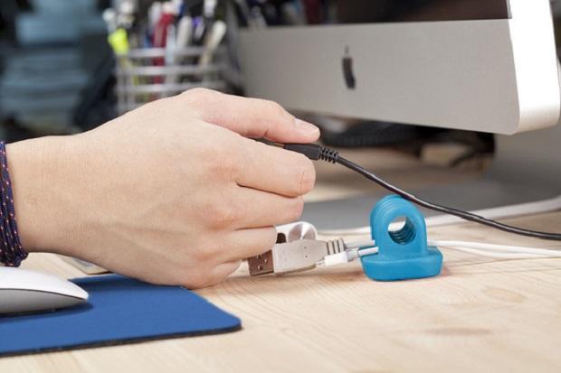 Cordies mantém os fios de maneira organizada sobre a mesa e evita que eles caiam (Foto: Reprodução/Quirky)